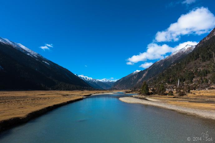 梁银:两座大山捧着一条河